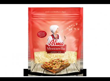Alma Mozzarella gerieben